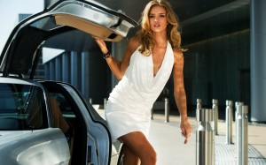 rosie_huntington_whiteley_in_transformers_3-wide