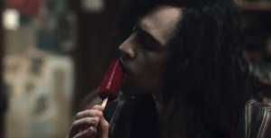 tom-hiddleston-licks-blood-popsicle